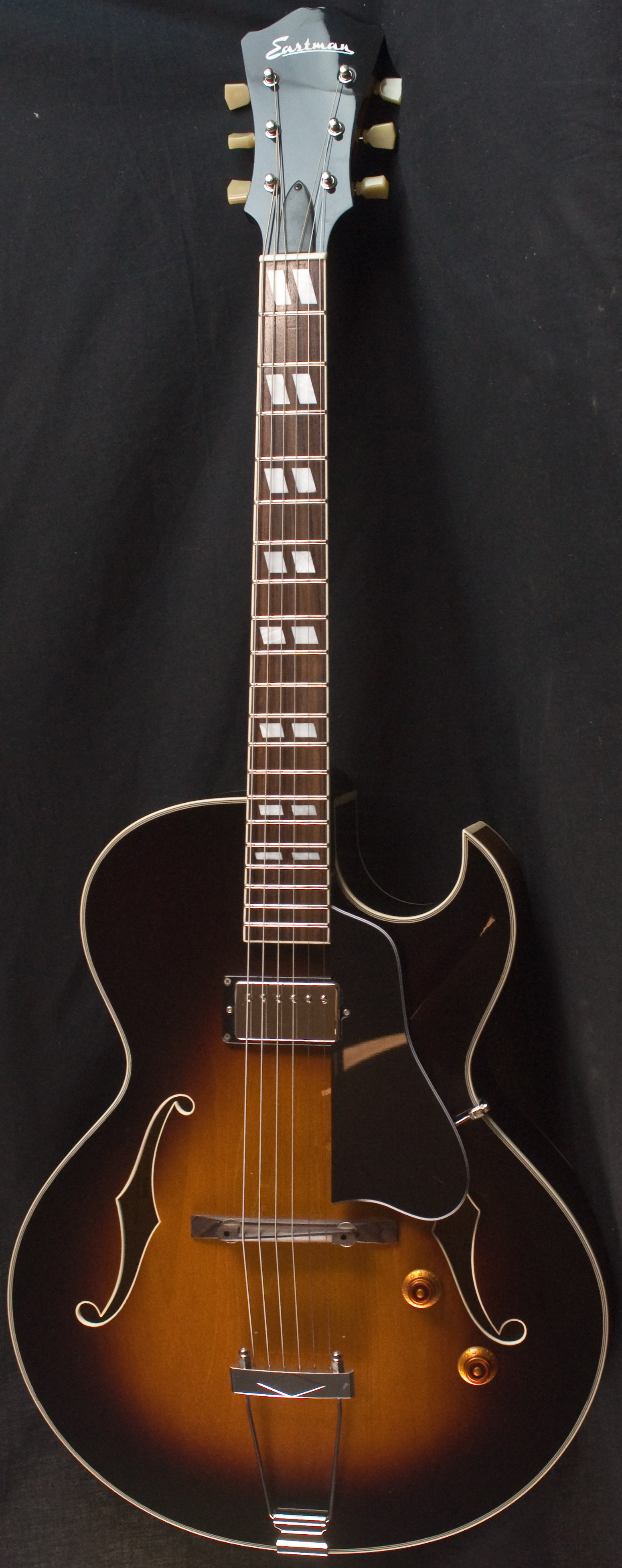 Eastman AR371CE-SB Electric Archtop