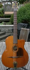 Bob Holo 2010 Oval Hole Modele Nouveau (Rosewood Back and Sides, Cedar Top) with Hardshell Case